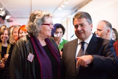 Christiane Rasper & Alexandra Busch mit Sigmar Gabriel